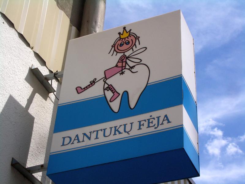tooth fairy lietuviškai