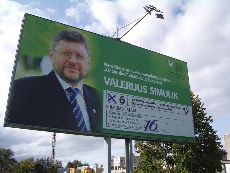 Valerijus Simulik yra gana populiarus tad reklamos mačiau tik vieną stendą. Gera prekė pati save giria, žinomam politikui nėra būtinybės brukti save.